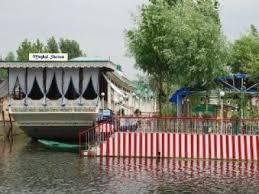 Houseboat-Mughal-Sheraton-Green-Kashmir-Travels