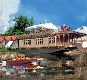 gurkha-houseboat